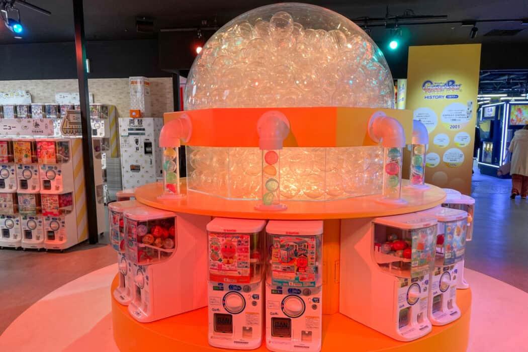 ガシャポンのデパート池袋総本店 巨大カプセル