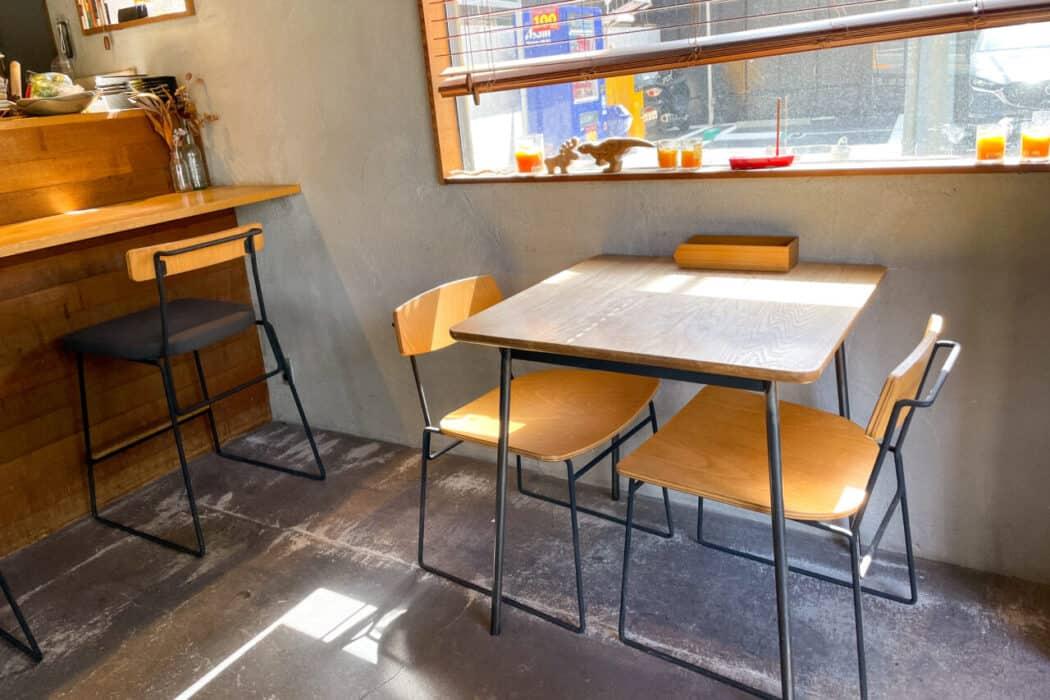 カクルル 1階テーブル席
