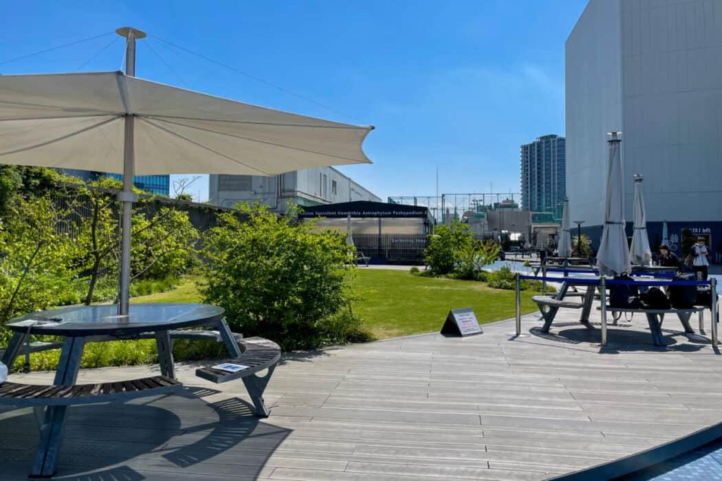 食と緑の空中庭園 席