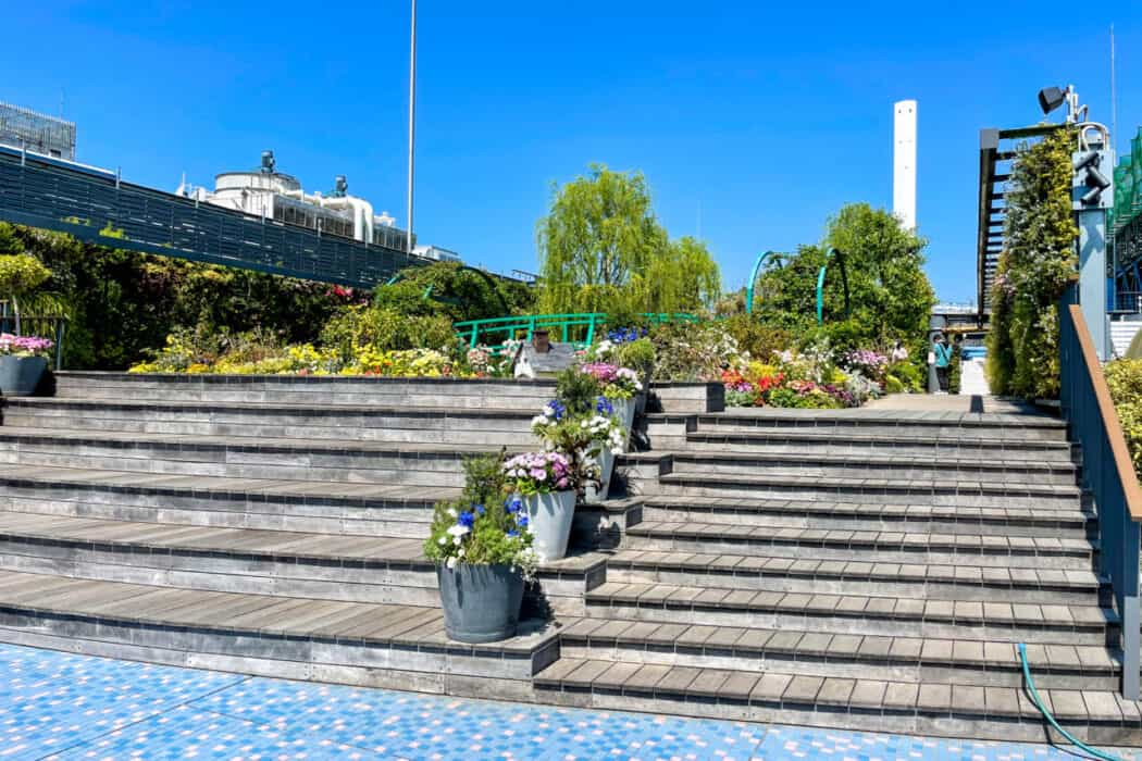 食と緑の空中庭園 睡蓮の庭